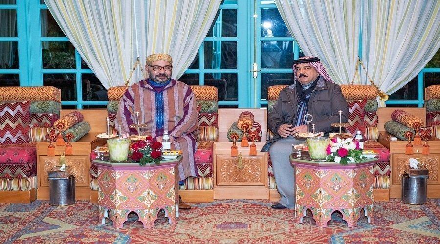 الملك يجري لقاء وديا مع عاهل البحرين
