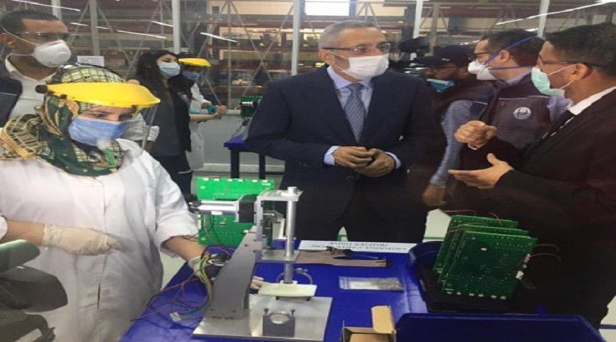 العلمي يزور وحدة صناعية لإنتاج أجهزة تنفس اصطناعية محلية الصنع بالبيضاء