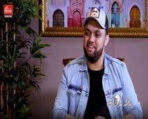 """بلا زواق: أسامة رمزي يتحدث عن تعرضه لـ """"الحڭرة"""" ويكشف حقيقة هجومه على إكشوان إكنوان"""