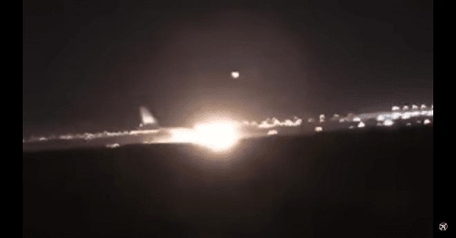 بالفيديو.. هبوط طائرة دون إطاراتها الأمامية يخلف 53 جريحا بالسعودية