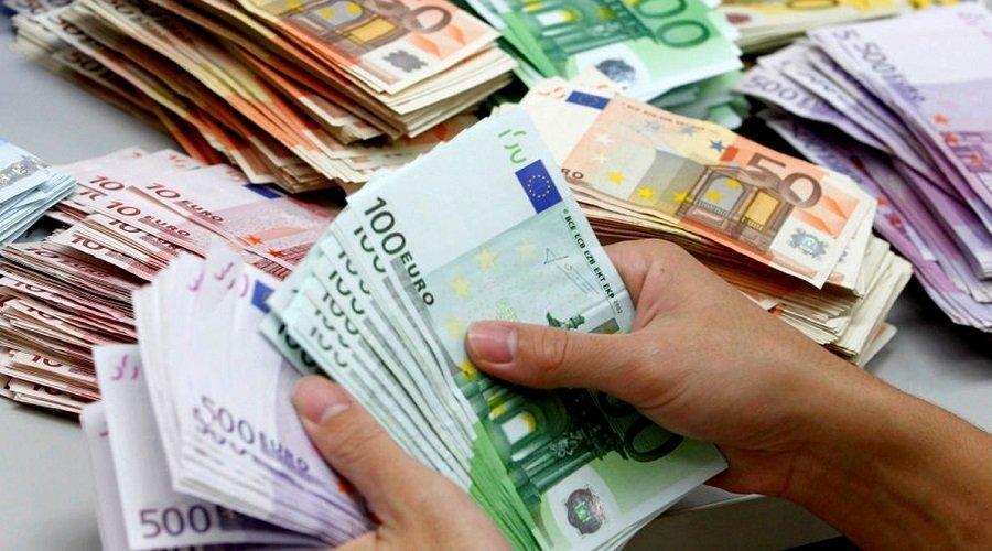 الحكومة تقترض العملة الصعبة