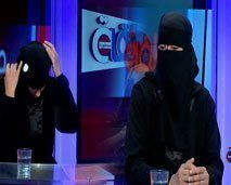 صادم .. حنان زوجة الفيزازي تخلع نقابها لأول مرة في بلاطو برنامج منطقة محظورة  !!
