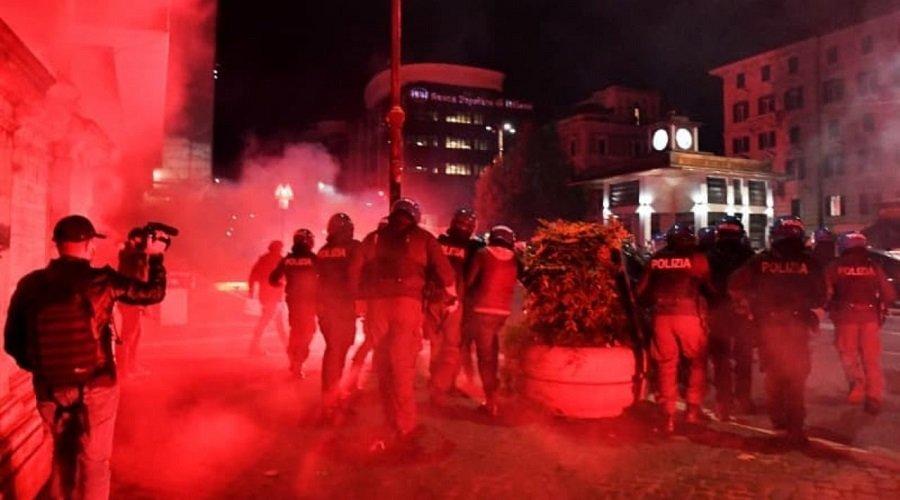 اشتباكات بين الشرطة الإيطالية ومتظاهرين بسبب قيود كورونا