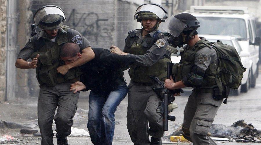 قوات الاحتلال الإسرائيلي تعتقل 50 فلسطينيا بالضفة الغربية