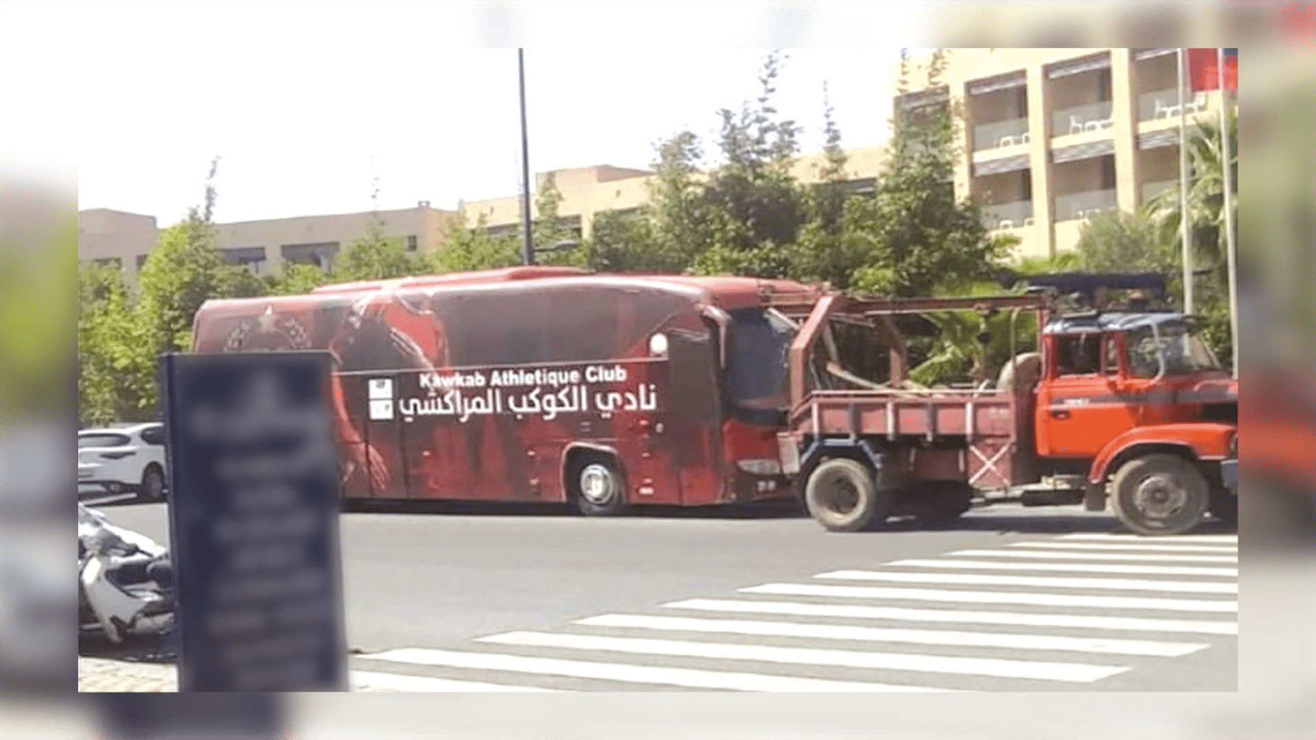 حافلة الكوكب المراكشي في المزاد العلني بعد الحجز عليها لاسترجاع دين لفائدة الكاتب العام