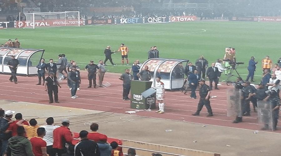 أحمد أحمد يسلم كأس دوري أبطال إفريقيا لعميد الترجي وسط حضور أمني وعسكري مكثف