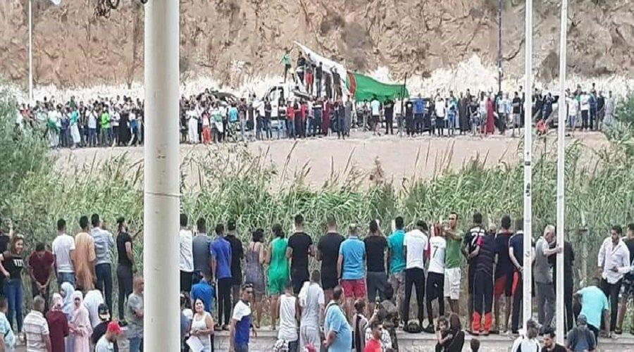 """بالفيديو.. احتفالات على الحدود المغربية الجزائرية بتأهل """"الخضر"""" لنصف نهائي الكان"""""""