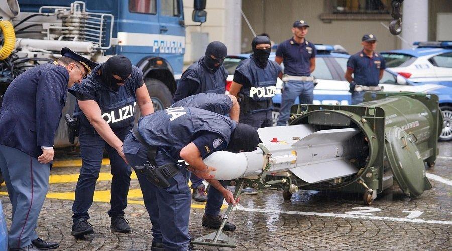 بالصور.. هذه تفاصيل ضبط صاروخ قطري لدى جماعة متطرفة نازية في إيطاليا