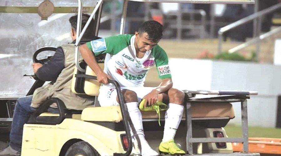 الإصابات المتكررة للاعبي الرجاء تفتح النار على اللجنة الطبية