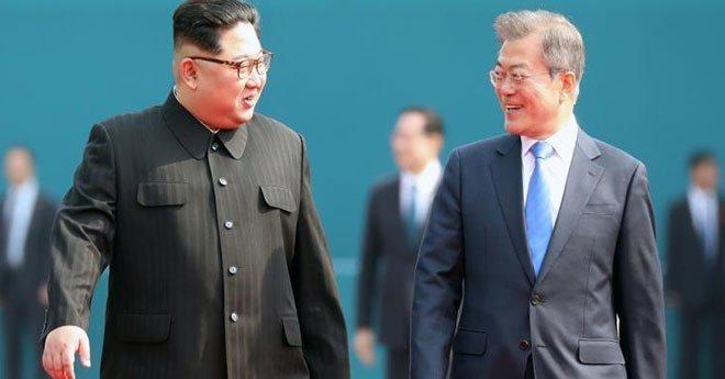 لقاء تاريخي بين زعيمي الكوريتين بعد صراع استمر لعقود (صور)