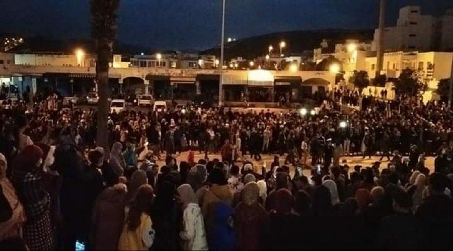 استمرار احتجاجات الفنيدق ورفع شعارات تنادي برحيل سياسيين
