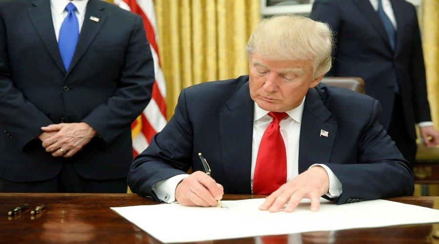 ترامب يوقع مرسوم تعليق الهجرة إلى الولايات المتحدة