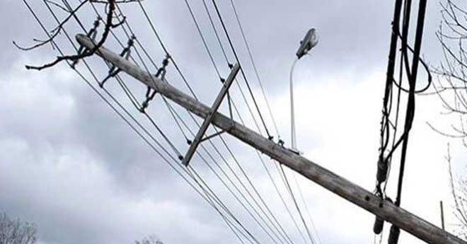 مصابون وخسائر مادية كبير بسبب سقوط اعمدة كهربائية بالقنيطرة
