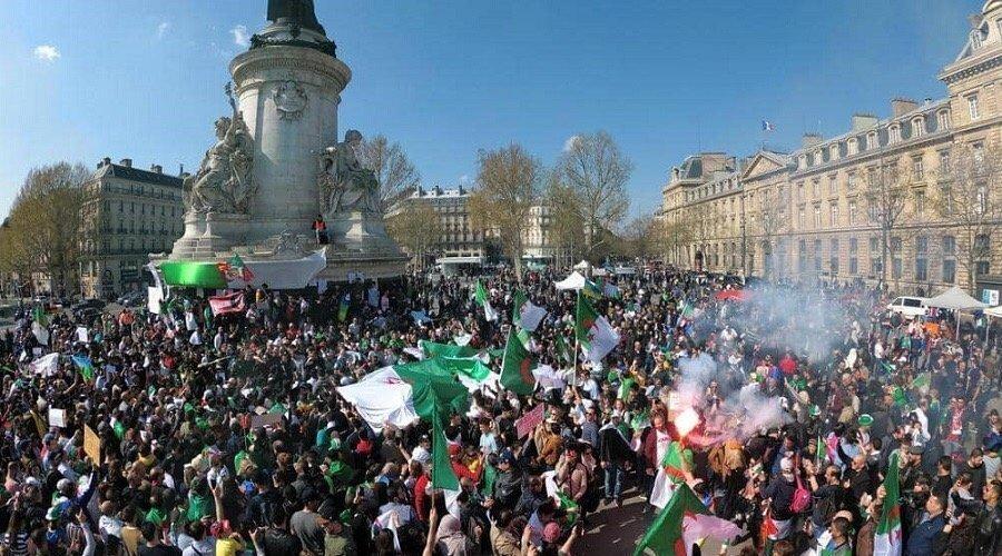 """مظاهرات حاشدة في الجزائر للمطالبة برحيل """"رموز النظام"""""""