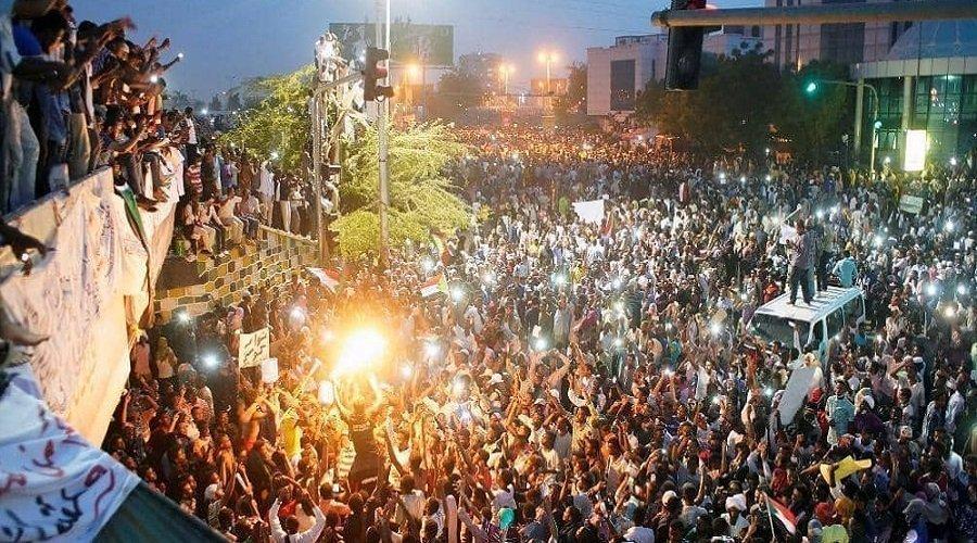 السودان.. اعتقال شخصيات مقربة من البشير والإفراج عن جميع المعتقلين السياسيين
