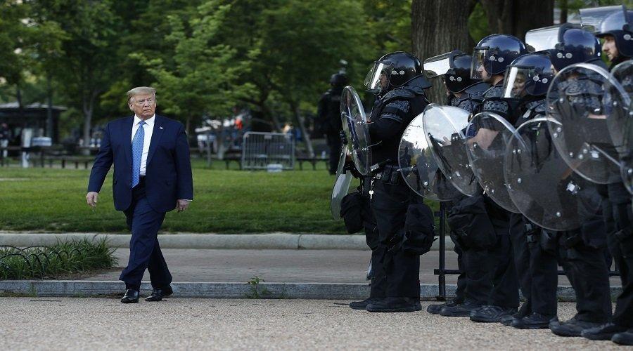 ترامب يأمر بسحب الحرس الوطني من واشنطن