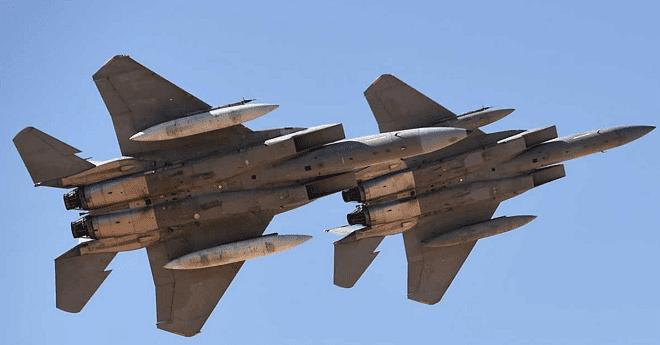مقاتلات التحالف العربي تلقي منشورات في اليمن