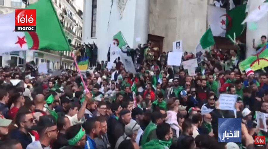 """الجزائريون يطالبون ب"""" دولة مدنية"""" في الجمعة ال 34"""