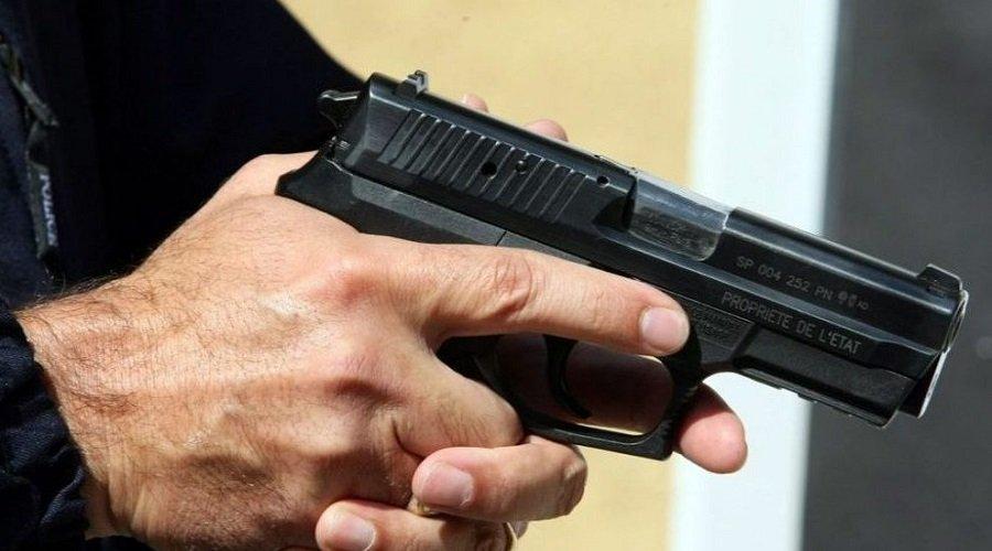 مسدس يقود نجل دبلوماسي سابق للإعتقال