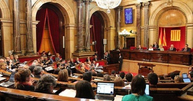 برلمان كطالونيا يجتمع وسط شكوك بشأن عودة زعيم الإقليم المخلوع