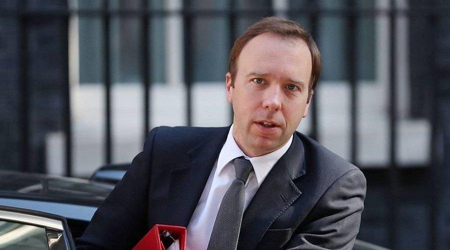 بعد إصابة رئيس الوزراء.. وزير الصحة البريطاني يعلن إصابته بكورونا