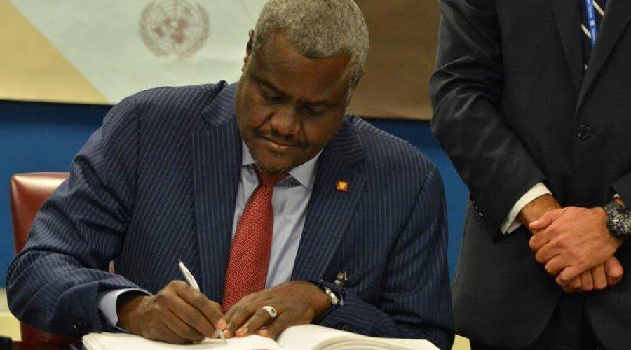 رئيس مفوضية الاتحاد الأفريقي يعد بإصدار جواز سفر إفريقي موحد