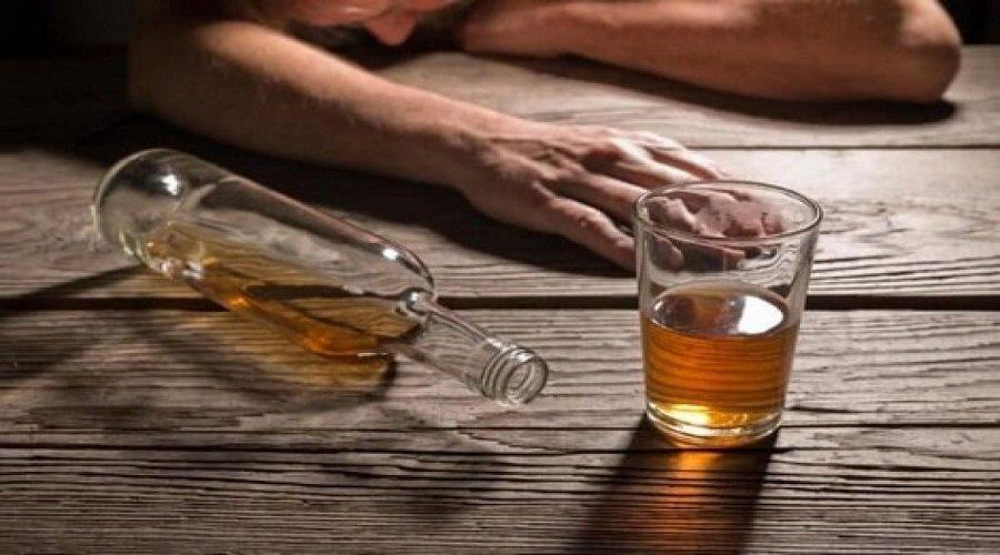 وفاة 6 أشخاص بالجزائر وإدخال 5 آخرين للعناية المركزة جراء استهلاك كحول فاسدة