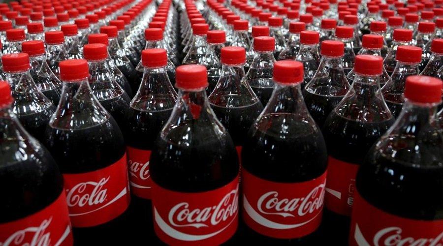 """هكذا دفعت """"كوكاكولا"""" الملايين لخبراء للتغاضي عن مخاطر مشروباتها على الصحة"""