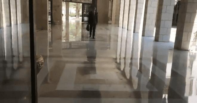 بالفيديو.. أول ظهور لبشار الأسد بعد الهجوم الثلاثي على سوريا