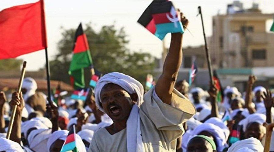 المتظاهرون السودانيون يرفضون فض اعتصامهم قبل الإسقاط الكامل للنظام