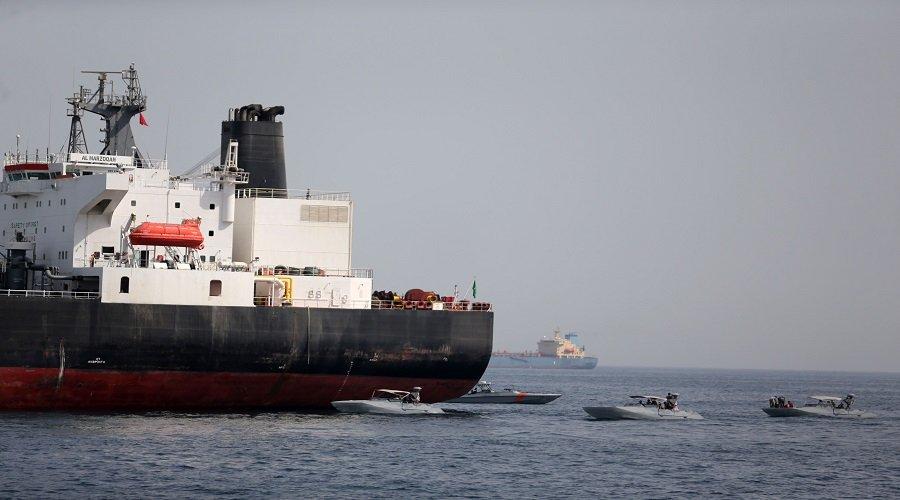 هجوم يستهدف ناقلتي نفط في خليج عمان