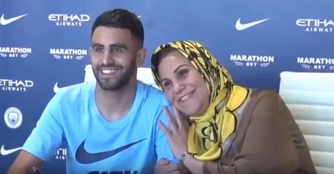 بالفيديو.. شاهد ردة فعل والدة رياض محرز لحظة توقيعه لمانشستر سيتى