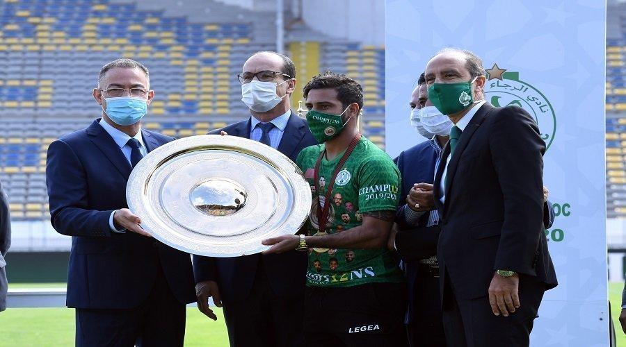 الرجاء يتسلم درع الدوري المغربي بحضور فوزي لقجع
