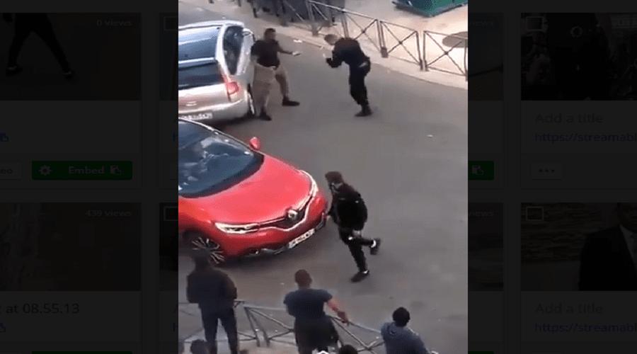 """بالفيديو.. شرطي في فرنسا يدخل في صراع """"ملاكمة"""" مع مواطن والإدارة توقفه"""