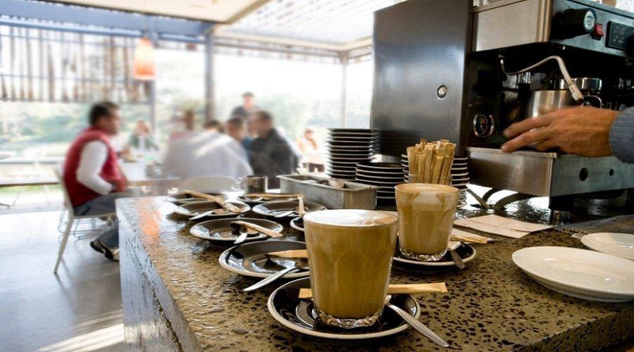 أرباب المقاهي يطالبون بتدابير عاجلة لإنقاذ القطاع والعاملين