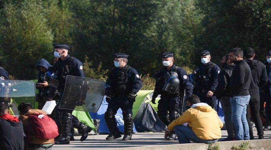 بشبهة التطرف.. فرنسا تطرد 66 أجنبيا وآخرون في الانتظار