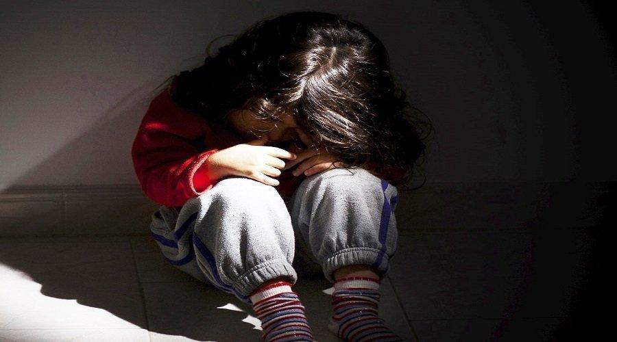 شخص يحرق طفلة بسبب تبولها فوق فراش الخيانة الزوجية
