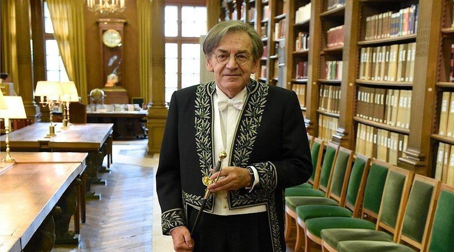 ألان فينكلكروت.. فيلسوف يتزعم اليمين الأوروبي المتطرف