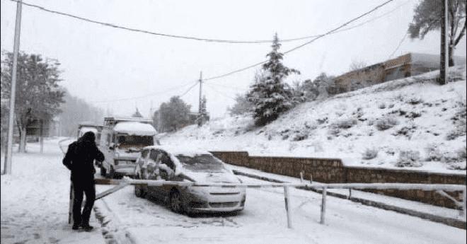الثلوج تسد الطرق وتحاصر عددا من دواوير درعة تافيلالت وغاضبون يحمِّلون أعمارة والشوباني المسؤولية