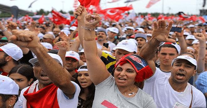 """الناخبون الأتراك يصوتون في """"أشرس"""" انتخابات رئاسية بالبلاد"""