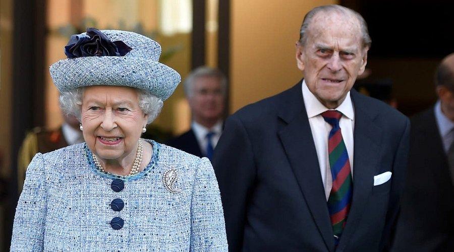 الملكة إليزابيث ومشاهير بريطانيا يتلقون لقاح كورونا