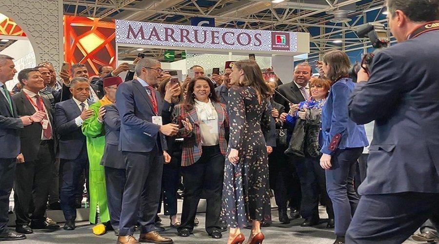 ملكة إسبانيا تزور الرواق المغربي بمعرض فيتور بمدريد