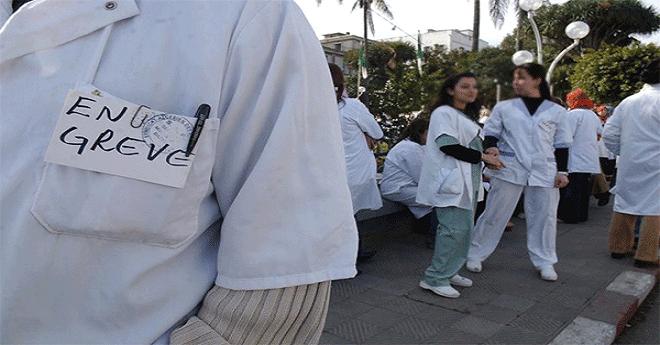 أطباء القطاع الخاص يحتجون أمام وزارة الصحة