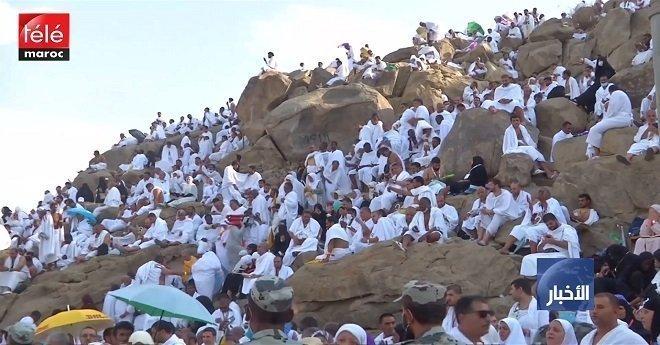 مئات الألاف من الحجاج يتوافدون على عرفات لأداء الركن الأعظم من مناسك الحج