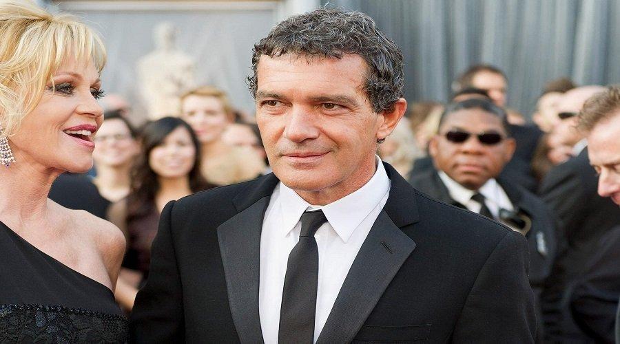الممثل الإسباني أنطونيو بانديراس يعلن إصابته بكورونا