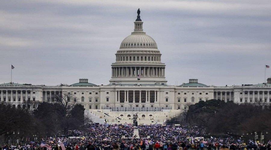 الكونغرس يستأنف عملية التصديق على فوز جو بايدن بعد ساعات من الفوضى