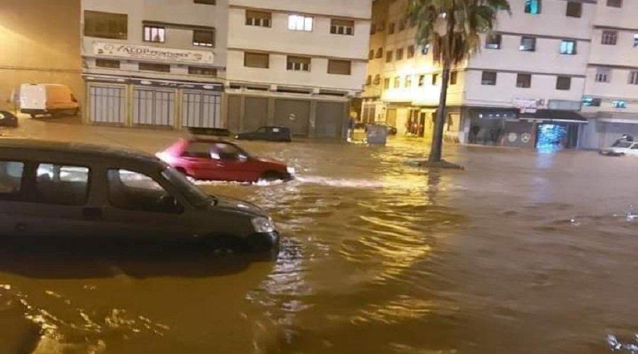 الأمطار الغزيرة تغلق عدداً من الطرق ووزارة التجهيز والنقل تحذر من السفر