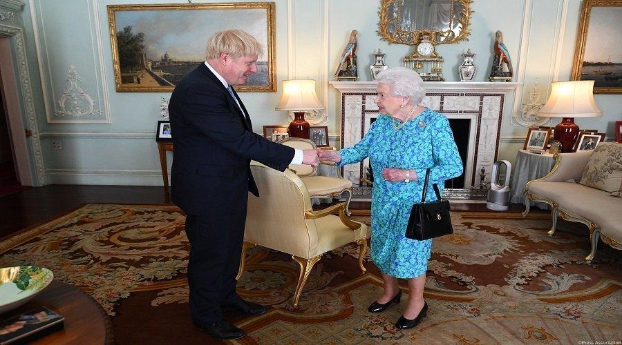 بعد تأكيد إصابته بكورونا.. هذه آخر مرة التقى جونسون بالملكة إليزابيث