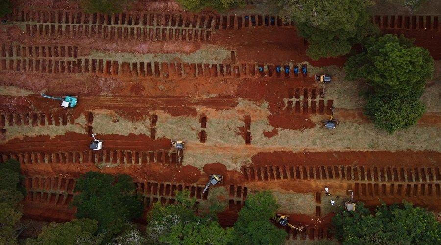 البرازيل تستعد لذروة وباء كورونا بحفر آلاف القبور