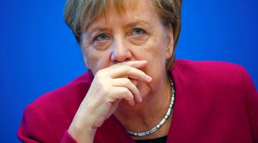 بينهم ميركل والرئيس الألماني.. قرصنة بيانات مئات السياسيين تثير ضجة في ألمانيا